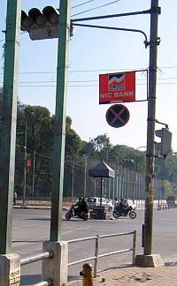 信号機、ほぼ全滅(1):アメリカンクラブ前   ネパール評論 Nepal Review